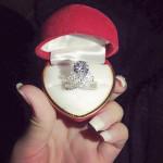 Nhẫn cưới của Angela Baby chất liệu bạc NNU050