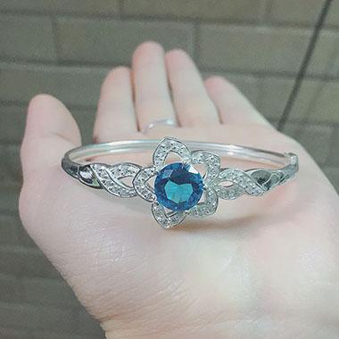 Lắc tay bạc nữ gắn đá xinh xắn LTNU060