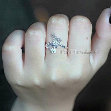 Nhẫn nữ hình cánh bướm trơn NNU057