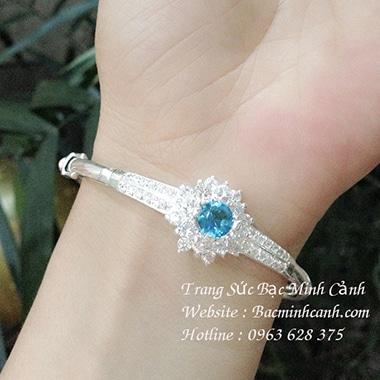 Vòng tay nữ đính đá xanh cao cấp LTNU085