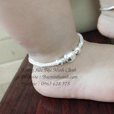 Lưu ý khi chọn trang sức bạc cho trẻ em