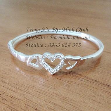 Lắc tay bạc nữ trái tim đính đá LTNU074