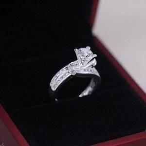 Nhẫn bạc nữ cao cấp đính đá NNU101