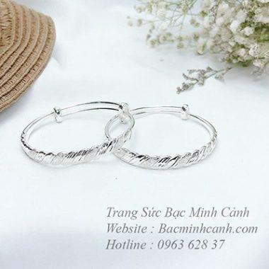 kieng-bac-deo-tay-va-chan-cho-be-2-380x380